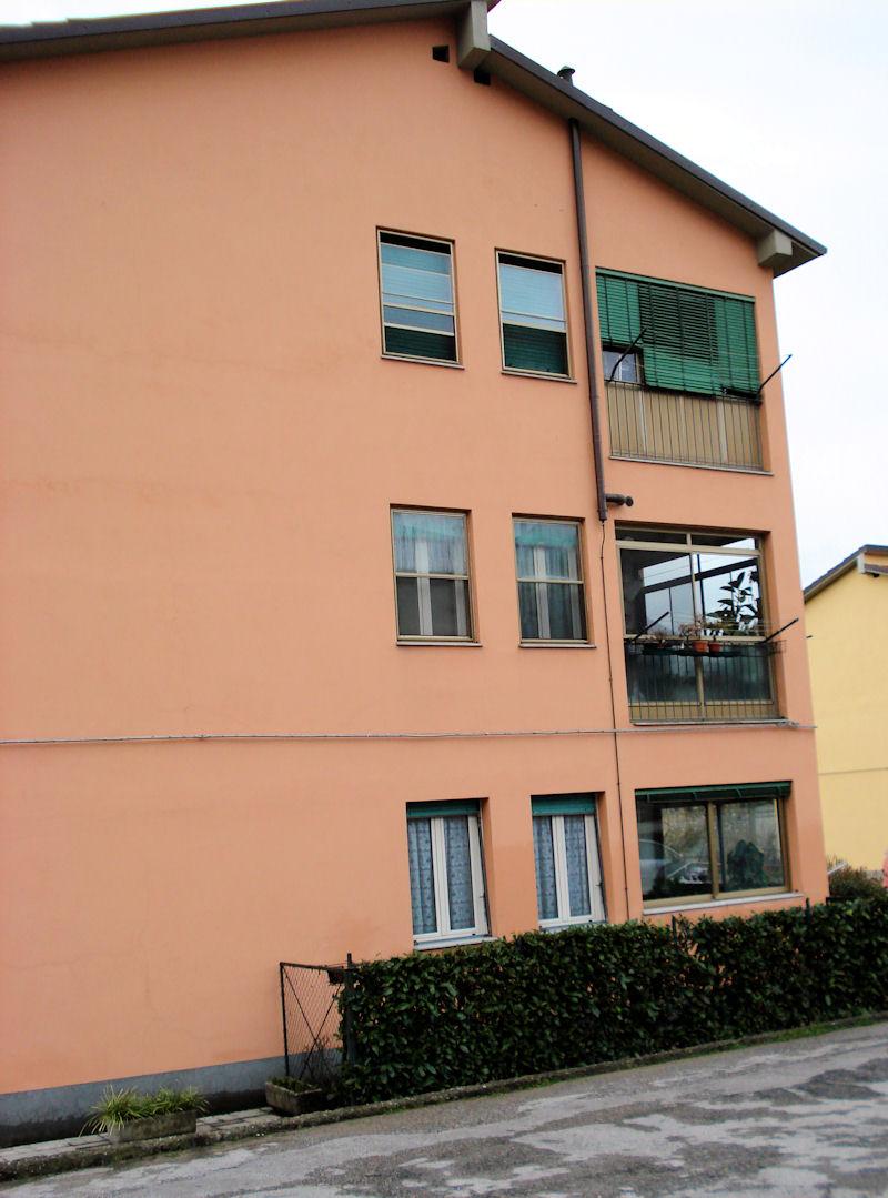 Casa castelnuovo for Piano casa a quattro timpani con garage